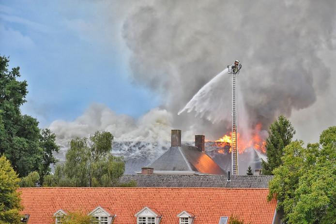 Zeer grote brand bij landgoed Haarendael in Haaren.