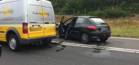 File voor de Efteling, ongeluk met drie auto's