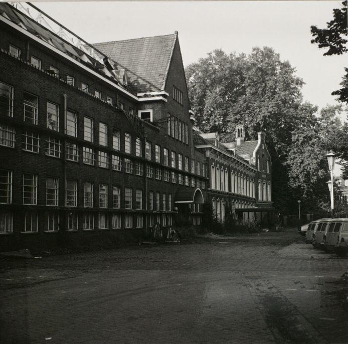Het oude Carolusziekenhuis aan de Jan Heinsstraat.