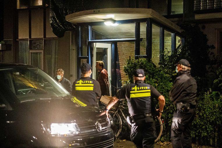 Politieonderzoek op 27 september in een woning in Vlaardingen in verband met een grote anti-terreuractie waarbij zeven mannen zijn aangehouden in Weert en Arnhem.  Beeld Foto ANP