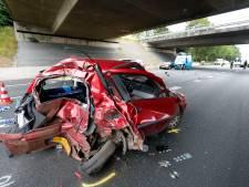 'Dood door schuld' op A50: jonge bestuurder (19) knalt vol achterop stilstaande auto