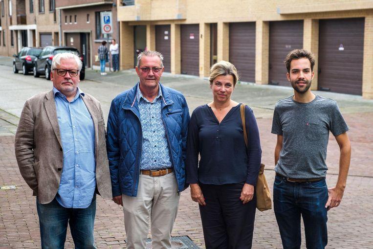 Vrijwilligers Ward Hikspoors, Marcel Maras en coördinators Karina Van Goethem en Wannes Buyst.