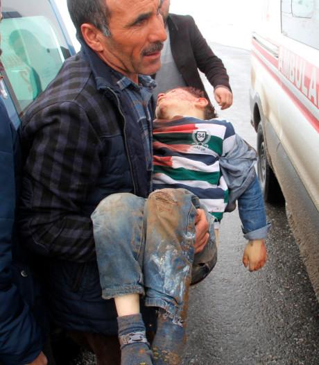 Doden en veel schade bij aardbeving op grens Turkije-Iran