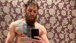 """""""Wie in godsnaam is deze vent?"""": McGregor toont dat hij hélemaal klaar is voor comeback"""