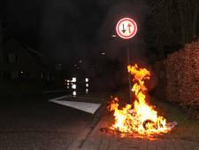 Twee papiercontainers in Wijk en Aalburg vermoedelijk in brand gestoken