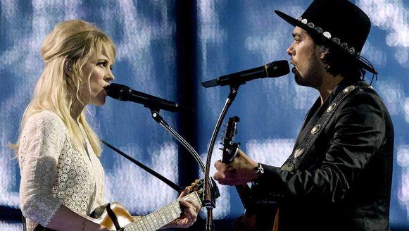 Ilse DeLange en Waylon tijdens de finale van het Eurovisie Songfestival.