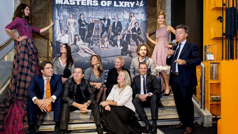 Directeur Yves Gijrath (R) na de onthulling van het affiche tijdens de kick-off van de Masters of LXRY 2014, de beurs voor luxe producten. Beeld anp