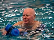 Aquajoggen houdt de 94-jarige Jo uit Apeldoorn topfit: 'Als de benen vier keer de lucht in moeten, doe ik soms maar drie'
