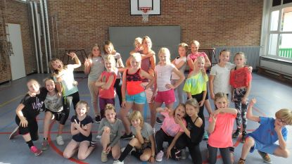 'Pay it forward' in het echt: Dansleerkracht Elke steunt met VID-dansschool negen goede doelen