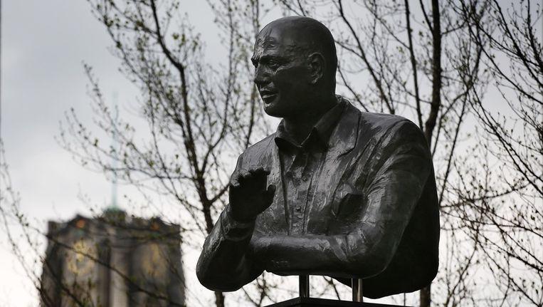 Het borstbeeld van Pim Fortuyn in het centrum van zijn stad Rotterdam. Beeld anp