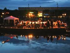 Oosters concert na natte dag van het Hooilandplein