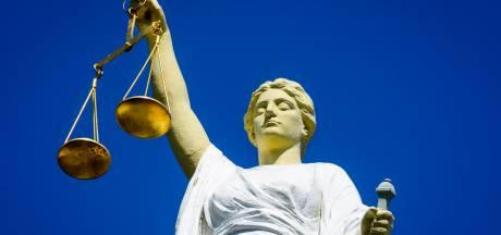 Celstraf geëist voor bedreigingen, inbraken en diefstal bij juweliers, apotheken en café in Schiedam