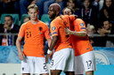 Frenkie de Jong, Ryan Babel en Daley Blind na de 0-1 tegen Estland.