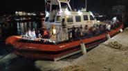 Italiaanse autoriteiten redden 57 migranten van boot vlakbij onbewoond eilandje Lampione