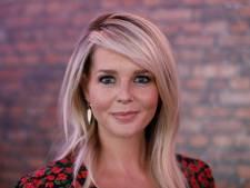Chantal Janzen steekt draak met RTL: 'Mama moet ineens Miljoenenjacht doen'
