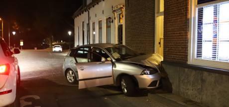 Auto ramt gevel in Culemborg