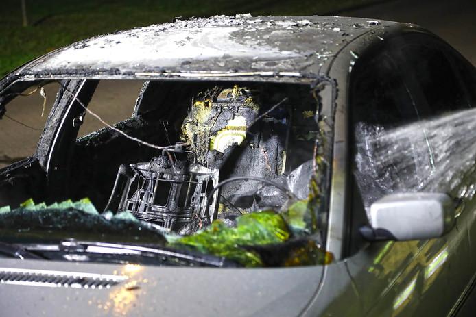 Na een maandje relatieve rust, ging er in de Kastanjelaan in Oss een BMW in vlammen op