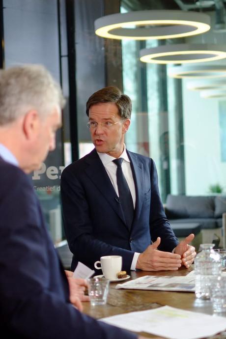 Mark Rutte wil grenscontrole op bus en trein