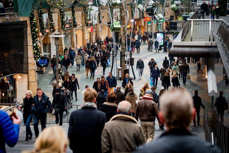 Winkelend publiek in de koopgoot van Rotterdam. Beeld ANP