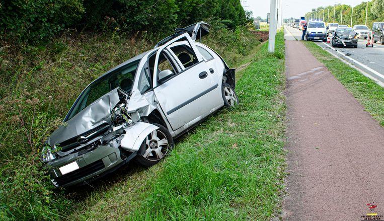 Een Opel kwam in de gracht terecht.
