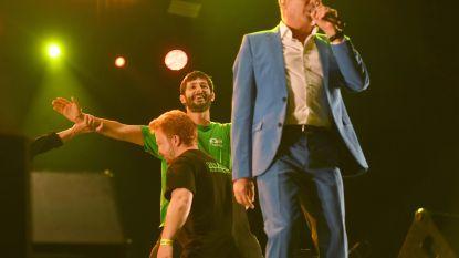 VIDEO Man bestormt podium tijdens Leive Vloms