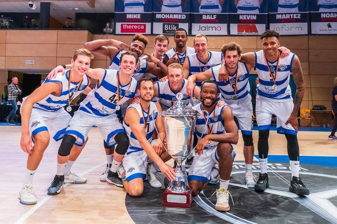 Landstede Hammers won dit seizoen de Supercup, maar krijgt geen kans om een tweede landstitel te pakken.