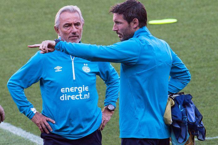 Bert van Marwijk en Mark van Bommel in hun tijd als adviseur en trainer bij PSV.