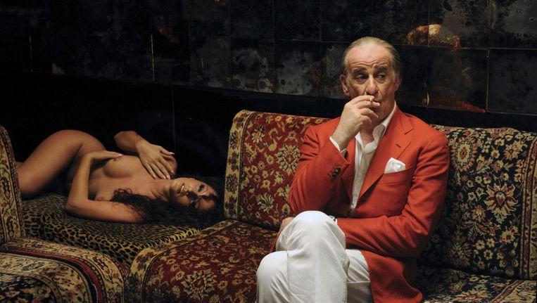 Toni Servillo als Jep Gambardella in 'La grande bellezza'. Beeld Cinemien