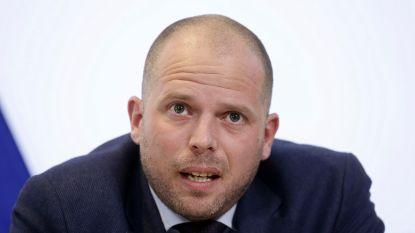 Theo Francken op missie om Albanezen die naar ons land willen vluchten te ontmoedigen