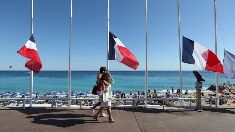Vlaggen halfstok in Nice. Beeld afp