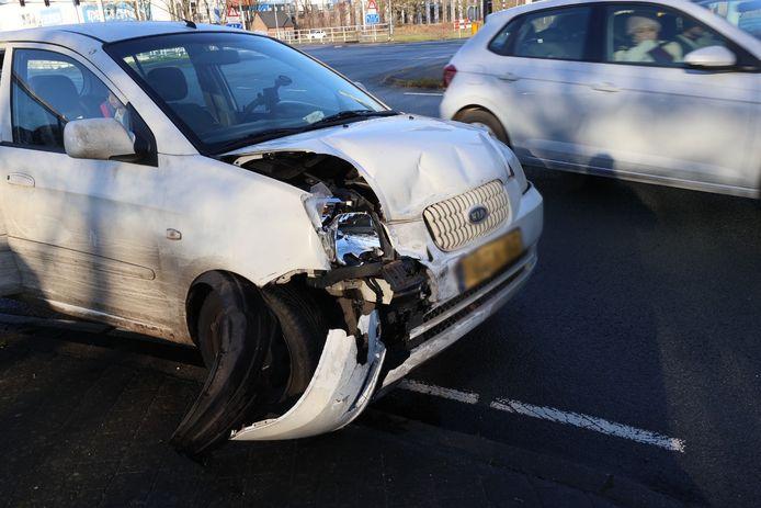 De schade aan de auto is groot.