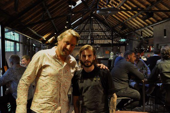 Eigenaar Peter Vyncke en chef Anthony Snoeck brengen Volta. naar het maïsveld in augustus.
