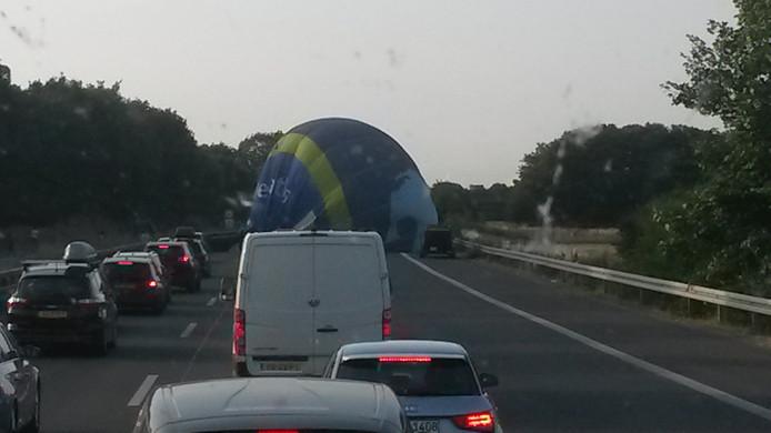 'De ballon lag op een rijbaan, het mandje op de andere', zegt Jan van Arendonk