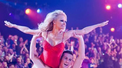 """Pamela Anderson verrast haar dates met 'Baywatch'-badpak: """"Ik stap ermee onder de douche en bespring hen dan"""""""