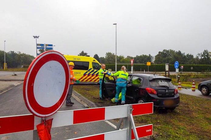 Hulpdiensten bij de verkeersregelaar op de N69 bij Valkenswaard.