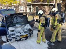 Auto in Goor gaat in vlammen op na harde knal