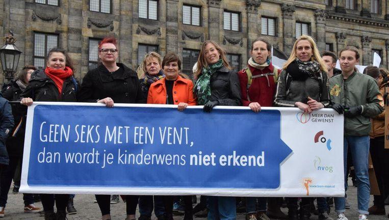 COC, Meer dan Gewenst, NVOG en Bam-mam demonstreerden voor vergoeding van KID tijdens de Women's March in Amsterdam op 9 maart Beeld Rik Spier