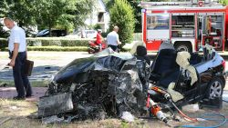 Bestuurder (33) zwaargewond na frontale klap tegen vrachtwagen