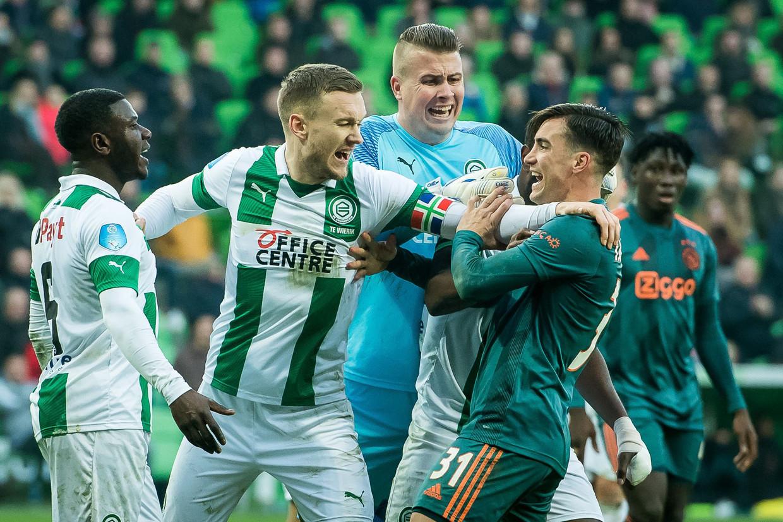 Zonder Zyech in de gelederen kon het zelfs gebeuren dat een verzameling vechtsporters gehuld in een voetbalshirt in een groot deel van de wedstrijd uitgroeit tot de bovenliggende partij.