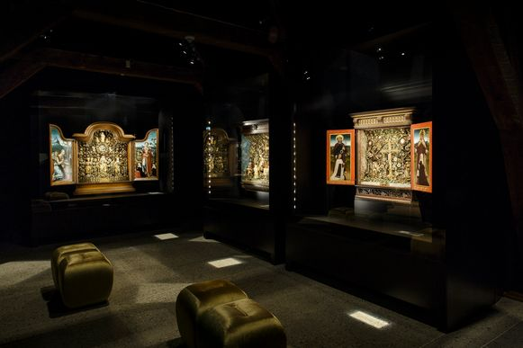 Besloten Hofje Daniël in de Leeuwenkuil in de expositiezaal.