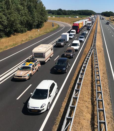 Kampeerders Zwarte Cross nog half uur in de file door ongevallen op A12