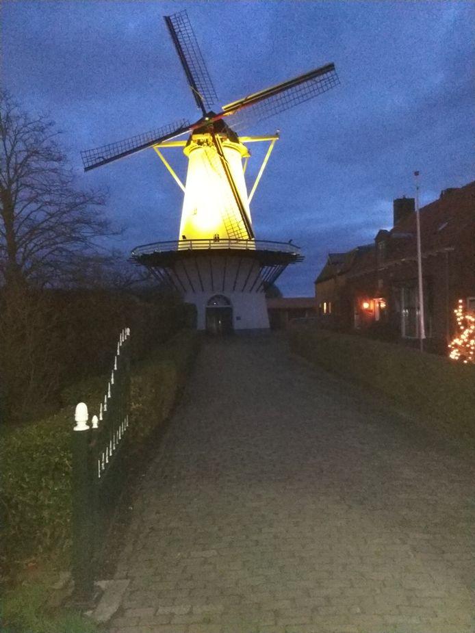 Molen De Lelie in Koudekerke staat net als veel andere Zeeuwse molens in de rouwstand.