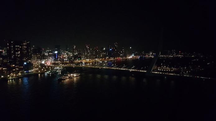 Rotterdam zit uur lang in het donker door Earth Hour | Rotterdam | AD.nl