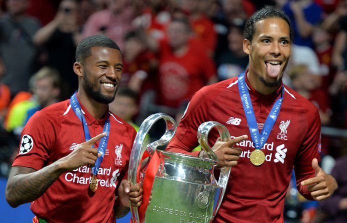 Wijnaldum en Van Dijk met de trofee van de Champions League. Liverpool gaat zijn fanballen voor een groot deel van Europa laten maken door het Deventer bedrijf State of Football.