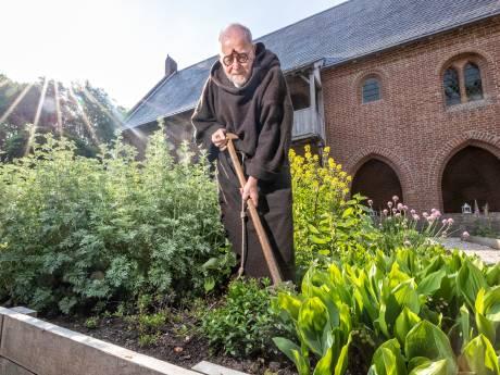 'Monnik' Bert (75) twijfelt over vrijwilligerswerk in Archeon: 'Ik ben voorzichtig'