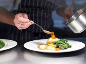 L'Association des Hôteliers de Liège a offert 350 repas aux Restos du Cœur