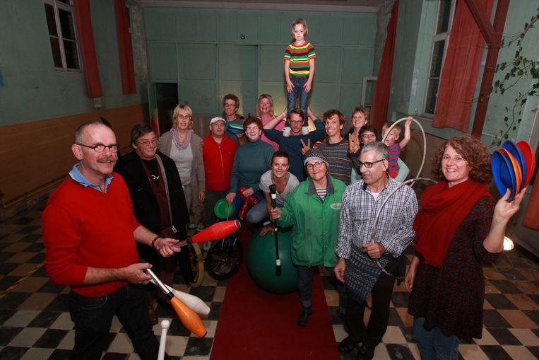 De deelnemers aan het circusproject Cirque Magique hebben ondertussen allerhande circustechnieken onder de knie.