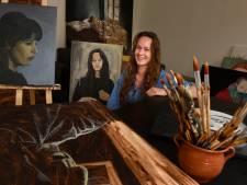 Is dat nou een portret of een foto? Harderwijkse Sarah (24) mag meedoen aan prestigieuze kunstwedstrijd