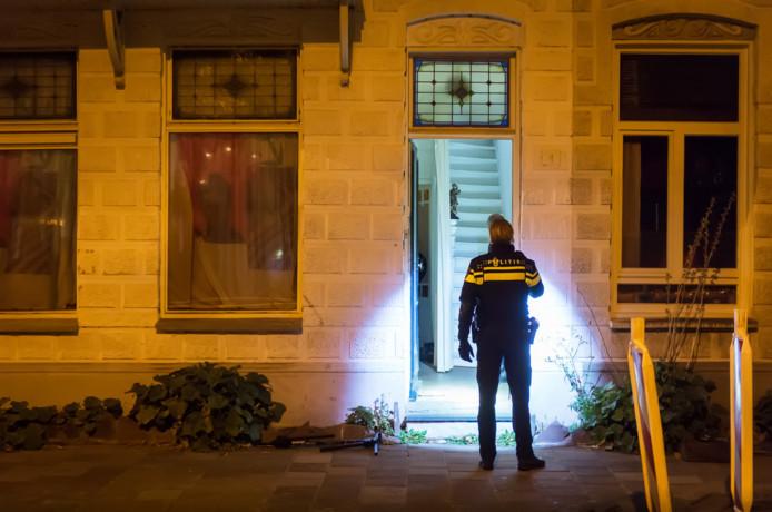 Een politie-inval in een drugspand aan Academiesingel in Breda, eind vorig jaar.