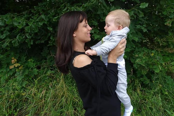 Diana Schmitz met haar zoontje Enzo.